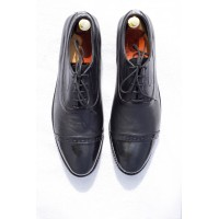 Fine leather Oxford shoes with patent leather tip